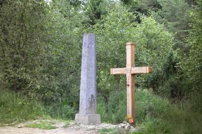 La croix des fiancés et la borne
