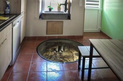 Ollomont- Une vitre recouvre le vieux puits