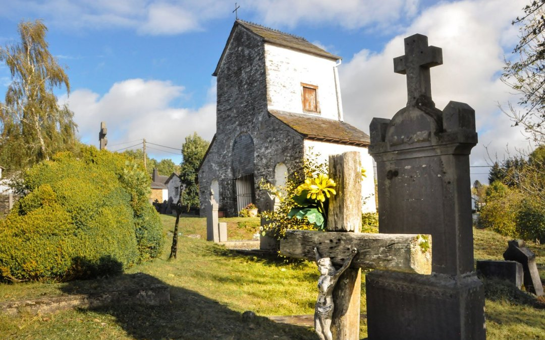 Le hameau d'Ollomont, sa curieuse chapelle et son vieux cimetière – Nadrin/Houffalize