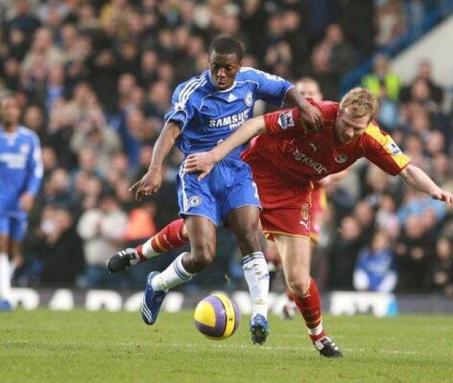 Brynjar Gunnarsson And Shaun Wright Phillips Struggle For The Ball