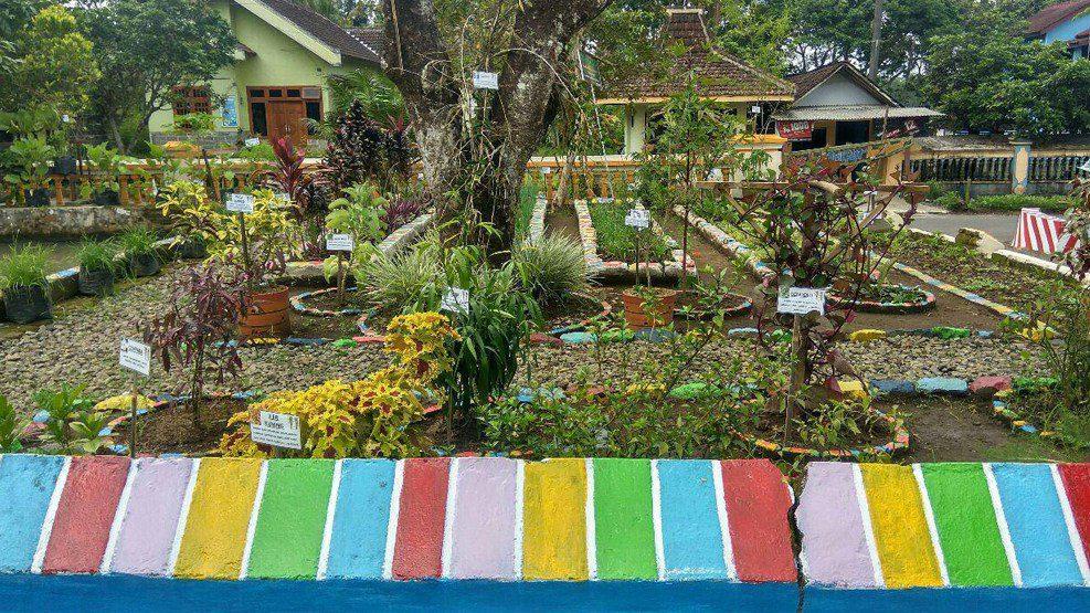 Warga Desa Genengan Kecewa dengan Piagam dari Menkes RI