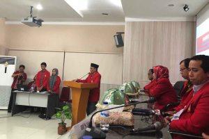 Dekan FKM Unhas Minta Peserta Yudisium Tingkatkan Skill Digitalisasinya