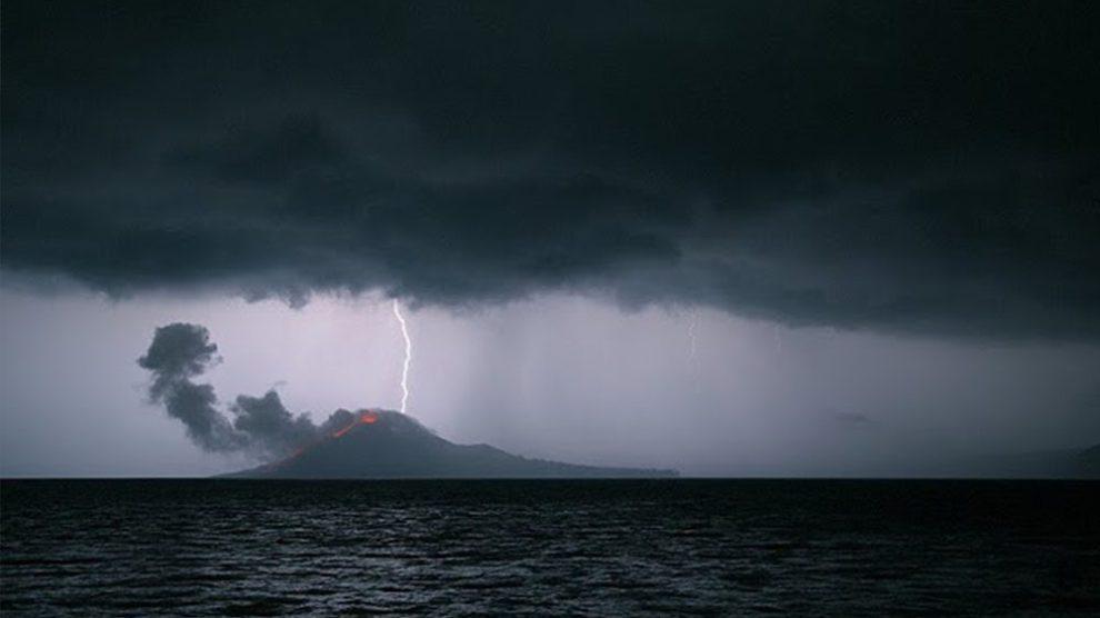 BMKG Keluarkan Peringatan Cuaca Ekstrem di Sekitar Selat Sunda
