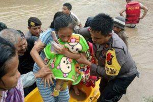 Polres Gowa Evakuasi Warga Korban Bencana