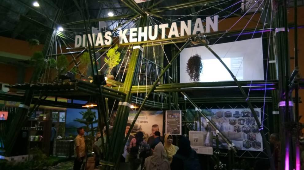 Terbuat dari Bambu, Stand DISHUT Sulsel Jadi Pusat Perhatian Pengunjung