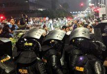 Polisi Bubarkan Paksa, Massa Aksi Bawaslu dengan Gas Air Mata