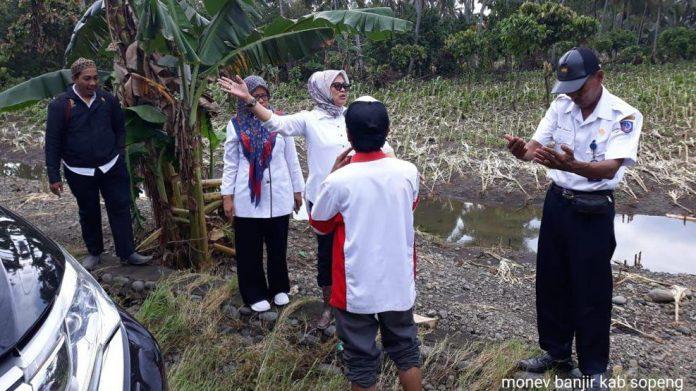 Pemprov Sulsel & Kementan, Salurkan Bantuan Sembako dan Bibit untuk Korban Banjir Sulsel