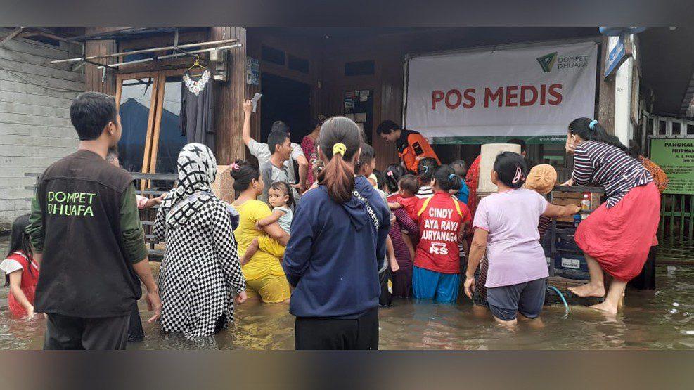 Relawan Dompet Dhuafa Susur Lokasi Terparah Hingga Siapkan Layanan Medis Bagi Korban Banjir