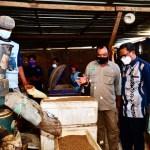 Kunjungi Pabrik Pakan Ikan Barakka 557 Pinrang, Gubernur Berikan Bantuan Packaging