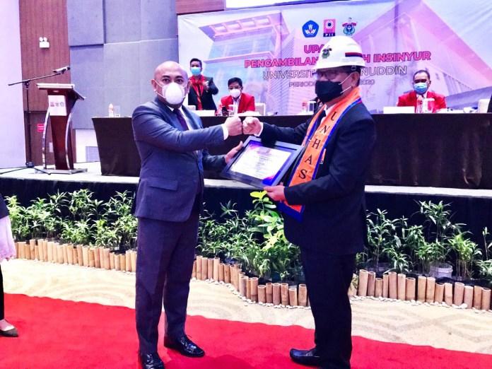 Rektor UNM Raih Gelar Insinyur Profesional Utama