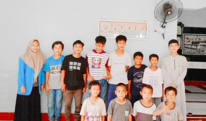 Remaja Desa Puty Luwu Ini Arpadil, Ajari Anak Anak Tajwid Bacaan Al-Quran