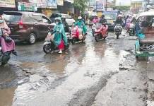 Langganan Macet Depan Pasar Antang Makassar, Penyebabnya Jalan Berlubang dan Rusak Parah