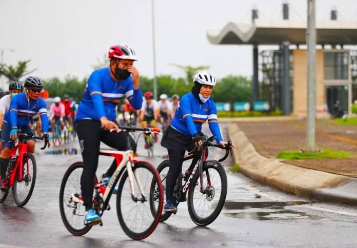 Danny-Fatma Bersepeda bersama ke Wisata Alam Bantimurung