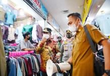 Pantau Pusat Perbelanjaan Jelang Lebaran, Plt Gub Sulsel: Kami Minta Pengelola dan Penjual Taati Prokes