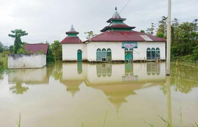 322 Rumah Terendam Banjir di 4 Dusun di Lutra, Plt Gub Sulsel Instruksikan BPBD Salurkan Bantuan
