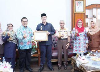 Pemkab Pangkep Terima Penghargaan dari BKKBN RI