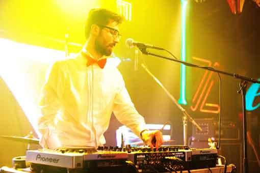Julian M  – show incendiar intr-un club din Bucuresti