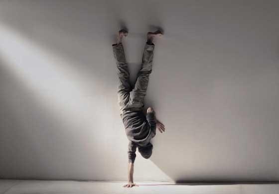 Spectacolul Dance a playful body de Andreea Novac cu actorul István Téglás ca unic protagonist va avea loc vineri, 28 iunie, ora 19:00 la The Ark Bucuresti, str. Uranus, nr 150.