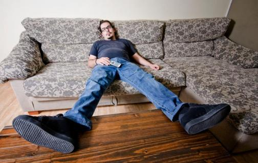 a man sitting on the sofa - Başarının 3 Düşmanı