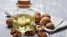 Les noix et l'huile de noix