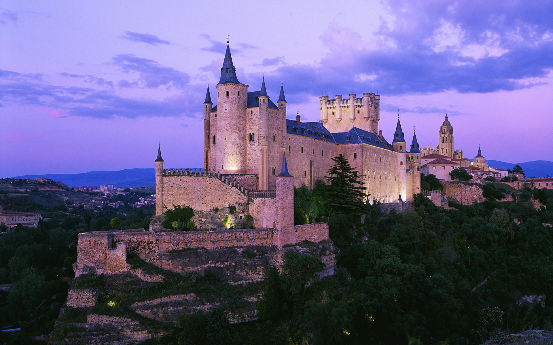 https://i0.wp.com/www.medievalarchives.com/wp-content/uploads/2011/07/7castle_spain.jpg