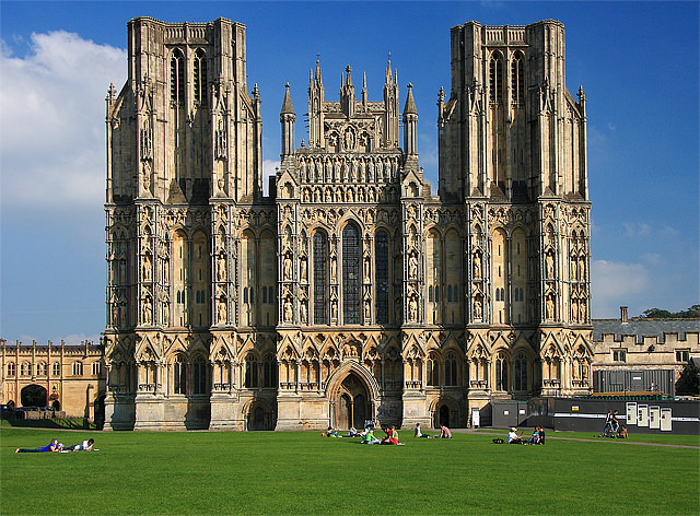 wells cathedral - photo by Mike Searle /Wikimedia Commons