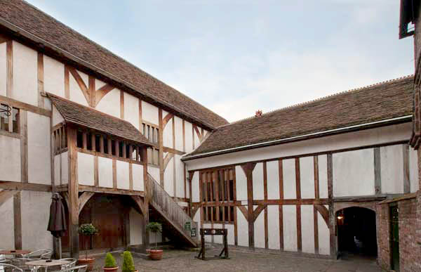 A Re-assessment of the Use of Building Accounts for the Study of Medieval Urban Houses