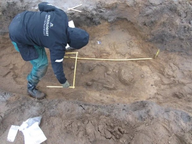 12th century grave in Finland - photo by Simo Vanhatalo, National Board of Antiquities