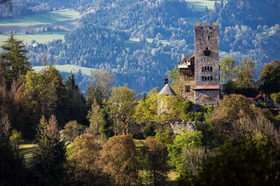 Burg Geiersberg - photo by Lenz Moser / Flickr