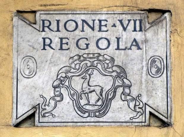 Plaque of Regola, the VII rione of Rome. (Dailyphotostream.blogspot.com)