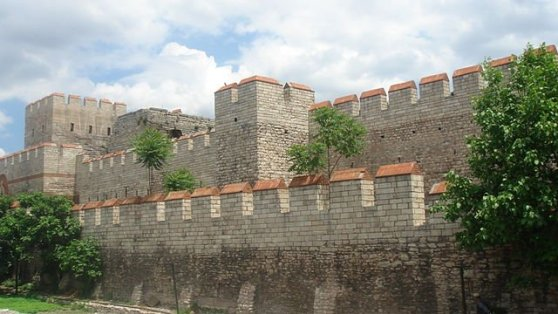 Restored section of the Theodosian Walls at the Selymbria Gate.  Photo by  Bigdaddy1204 / Wikicommons / Flickr