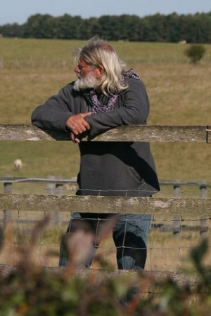 Arthur Uther Pendragon standing outside of the Stonehenge monument fence - Photo by Chris Brown / Wikipedia