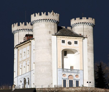 Crenellations: Crowning Castles - Medievalists.net