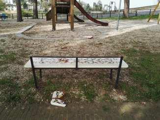 Deruta, grave atto vandalico ai giardini pubblici