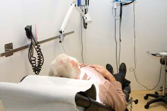 Een huisarts krijgt per 10 patiënten te maken met gemiddeld 1,8 vragen die hij met zijn parate kennis niet kan beantwoorden. beeld: Nationale Beeldbank