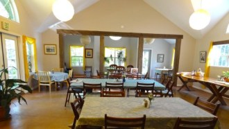Spacious dining room, seats 80