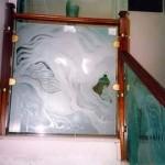 מעקה מזכוכית אומנותית בהתזת חול