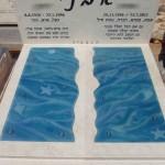 מצבה זוגית בשילוב זכוכית לאוהבי ים