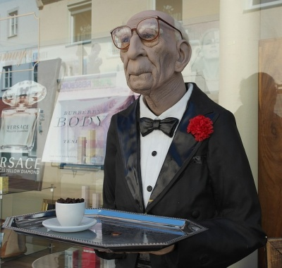 konobar_u_penziji