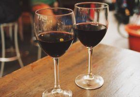 bezalkoholno crno vino