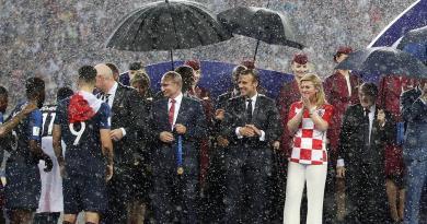 Putin iz Hrvatske dobio na dar 10 kišobrana