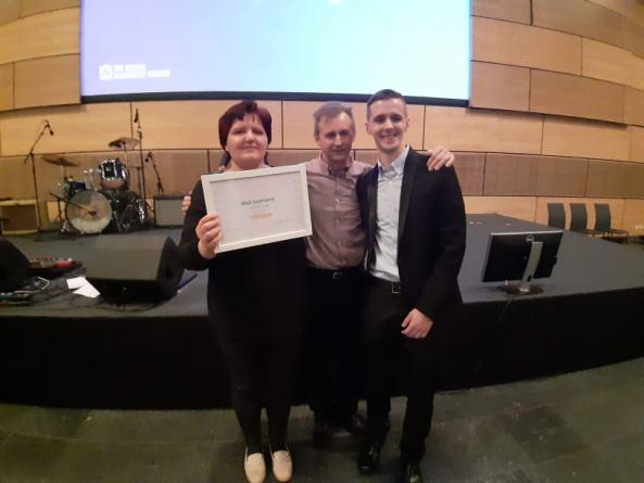 Denis s ponosnim roditeljima, Martinom i Zdravkom Perhoč