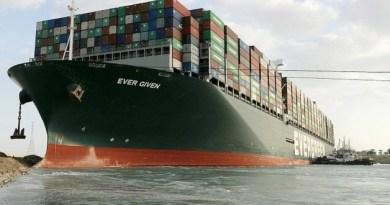 Oslobođen i okrenut brod koji već danima blokira Sueski kanal!
