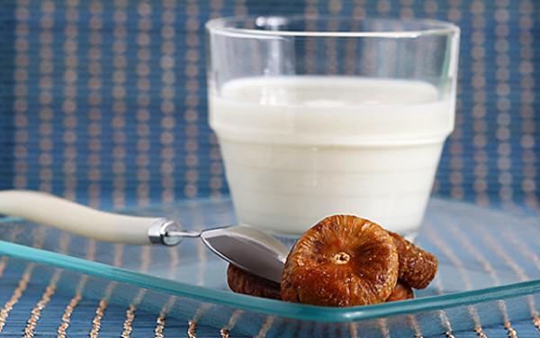 Молоко с инжиром от кашля беременной