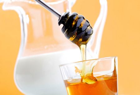 Молоко с медом для лечения бронхиального кашля