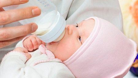 Попадание пищи в дыхательные пути при кормлении