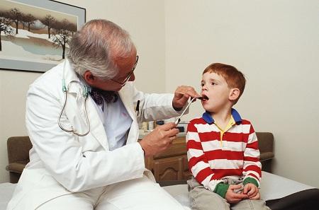 При проявлении нескольких симптомов следует обратиться к врачу