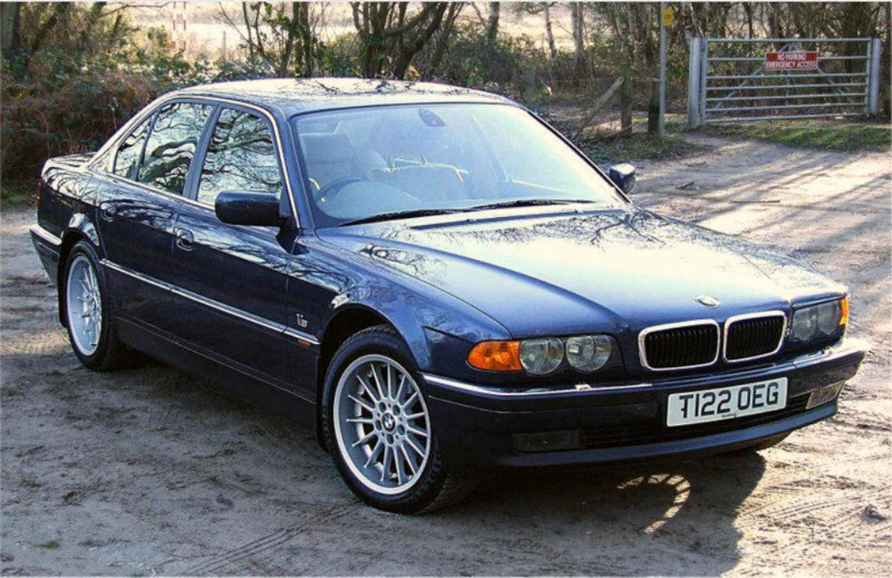 hight resolution of 18 multi spoke alloys were an ordered option on the post facelift 740i s