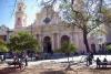 Die mächtige Basilika von Salta an der Plaza de 9. Julio