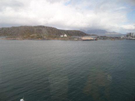 Regen afgewisseld door buien, 60 zeemijlen van de Bør